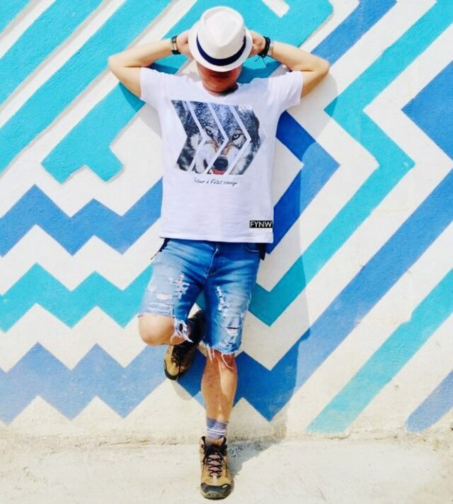 🐺💙  T-shirt Wolf de ma collection «Retour à l'état sauvage» - FYNW Paris 😜🙌  Je crois que c'est mon préféré et les couleurs étaient sublimes dans ce lieu inoubliable au Guatemala👌  👉 Faites un tour sur le site et dites moi lequel vous préférez 🥰  👨🎤 : @fynwp  📍 : Santa Catarina, Guatemala 📱 : https://www.hoangexplorer.com/shop/  ✄.........................................................  #fynw #fynwparis #paris #madinfrance #streatwear #frenchbrand #frenchfashion #beststreetoutfit #dailywear #tshirt #lifestyle #aventure #evasion #voyage #tourdumonde #instavoyage #roadtrip #voyageursdumonde #globetrotteur #frenchtraveller #globetrotter #slowtravel #travelphotography #guatemala